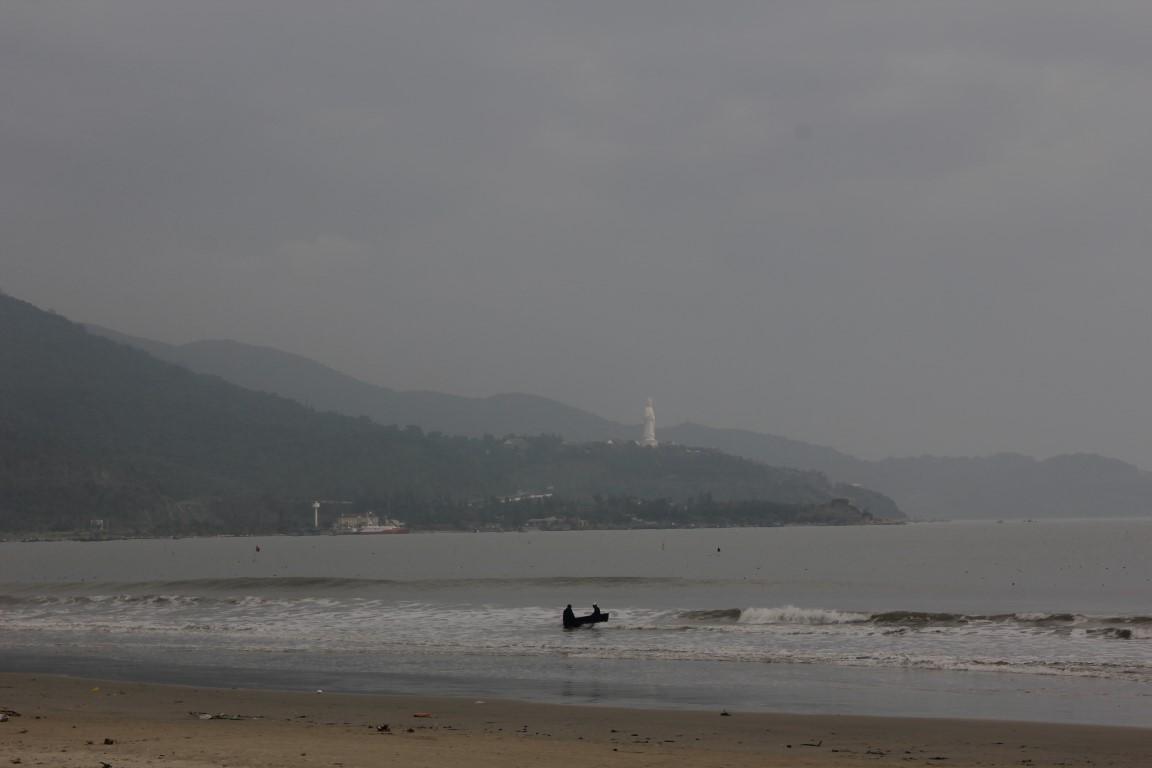 Blick auf die Halbinsel Sơn Trà mit dem Lady Buddha