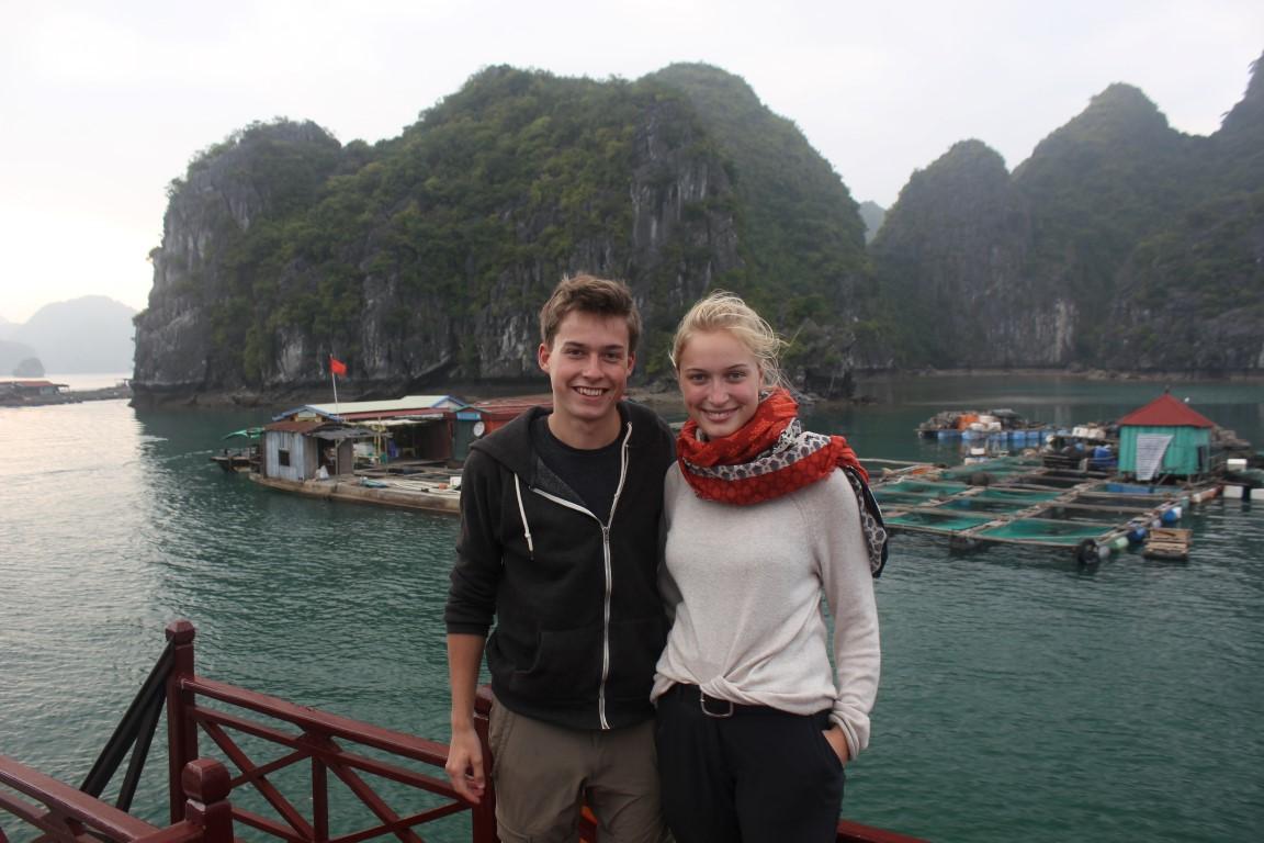 Halong-Bucht – Basti und Tine auf dem Bootsdeck